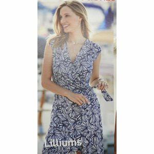 Janira geprint kleed: Blauw / ecru ( Liliums ) ( JAN.130 )